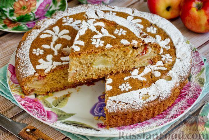 Фото к рецепту: Манник на кефире, с яблоками (без яиц)