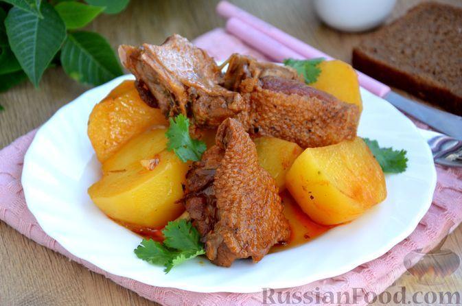 Фото к рецепту: Жаркое из утки с картофелем