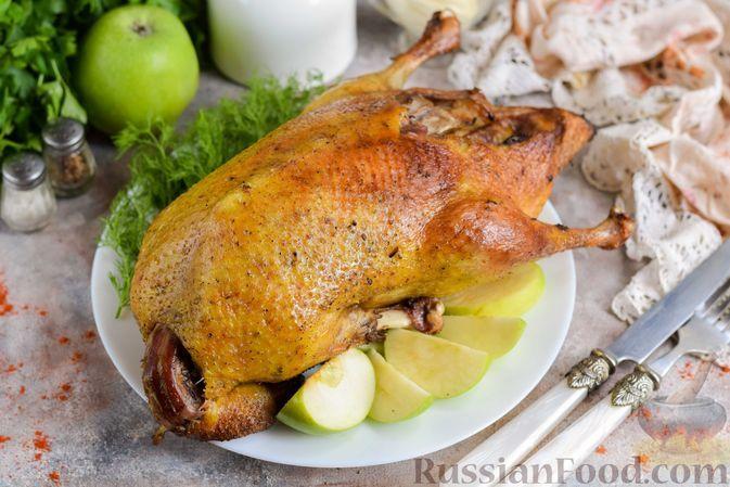 Фото к рецепту: Запечённая утка с яблоками (в рукаве)